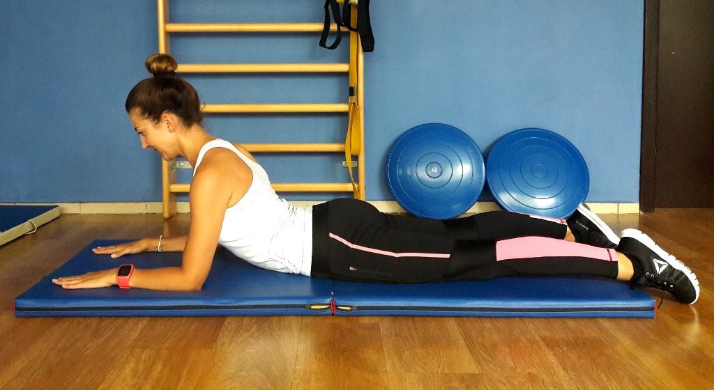 ćwiczenia na ból pleców - swan dive